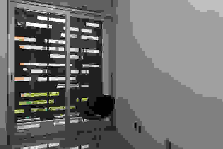 Casas Trapecio Balcones y terrazas modernos de INDICO Moderno Metal