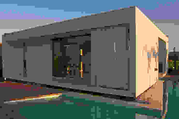 Maisons modernes par VISMARACORSI ARQUITECTOS Moderne