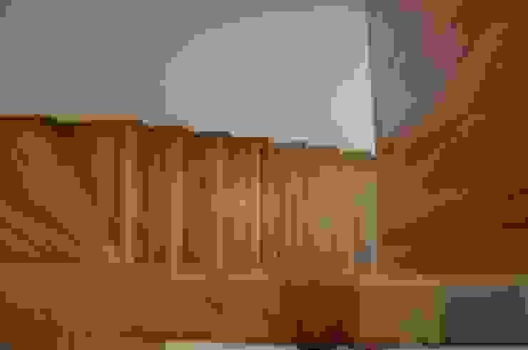 Słoneczna Katowice Nowoczesny korytarz, przedpokój i schody od conceptjoana Nowoczesny
