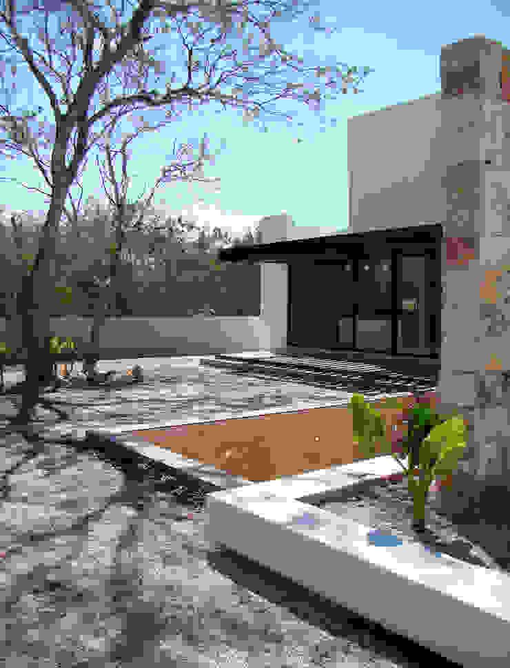 CASA PATIO Casas modernas de Studio 360 Moderno