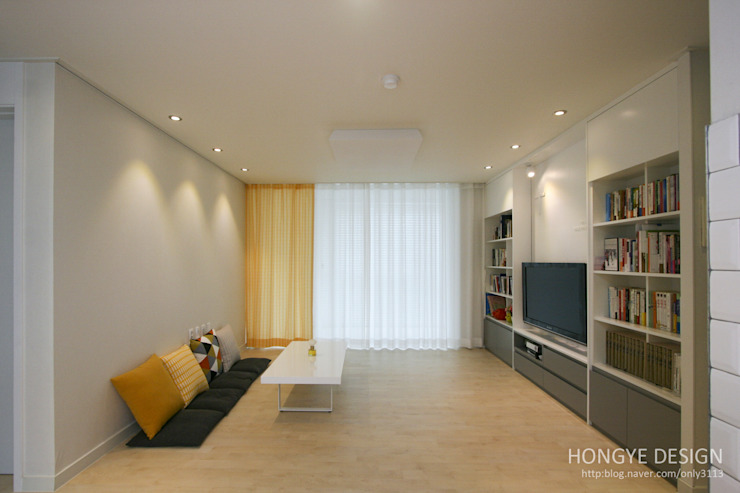 거실의 서재화 , 은혜로운 집 _ 25py 모던스타일 거실 by 홍예디자인 모던