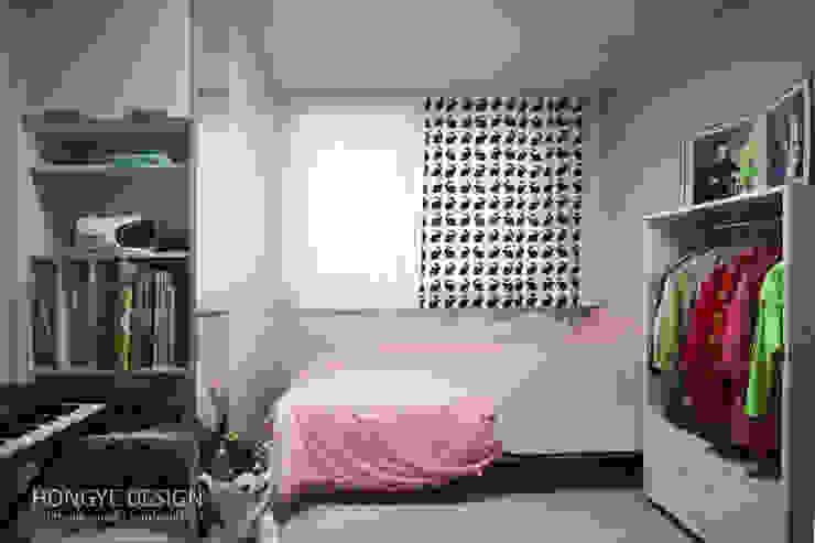 Modern nursery/kids room by 홍예디자인 Modern