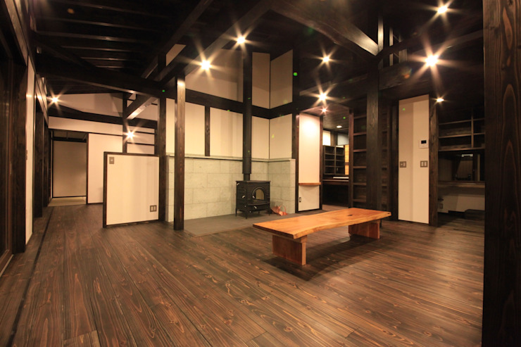 薪ストーブの家 群馬県 中之条町 オリジナルデザインの リビング の 田村建築設計工房 オリジナル