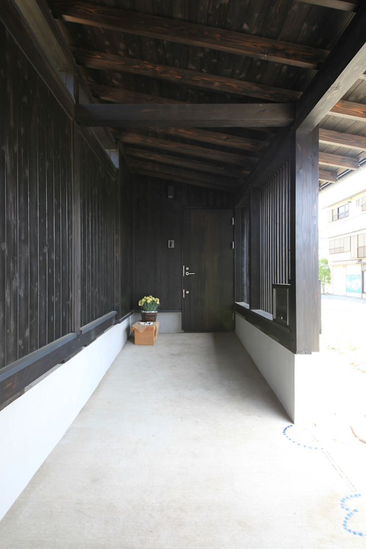薪ストーブの家 群馬県 中之条町 オリジナルスタイルの 玄関&廊下&階段 の 田村建築設計工房 オリジナル