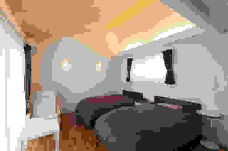 河内長野の家 モダンスタイルの寝室 の 株式会社 atelier waon モダン