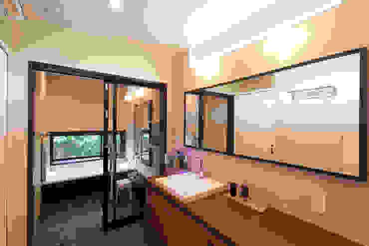 河内長野の家 モダンスタイルの お風呂 の 株式会社 atelier waon モダン