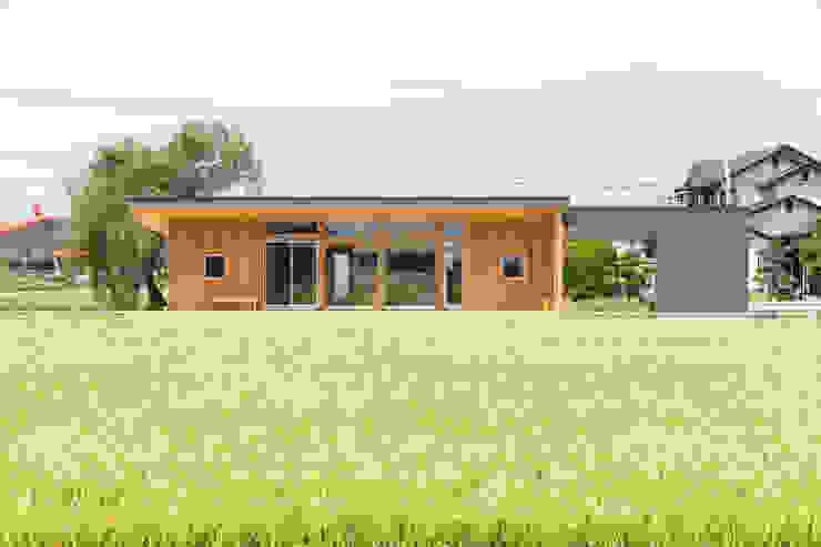 Modern houses by 株式会社プロトハウス事務局 Modern