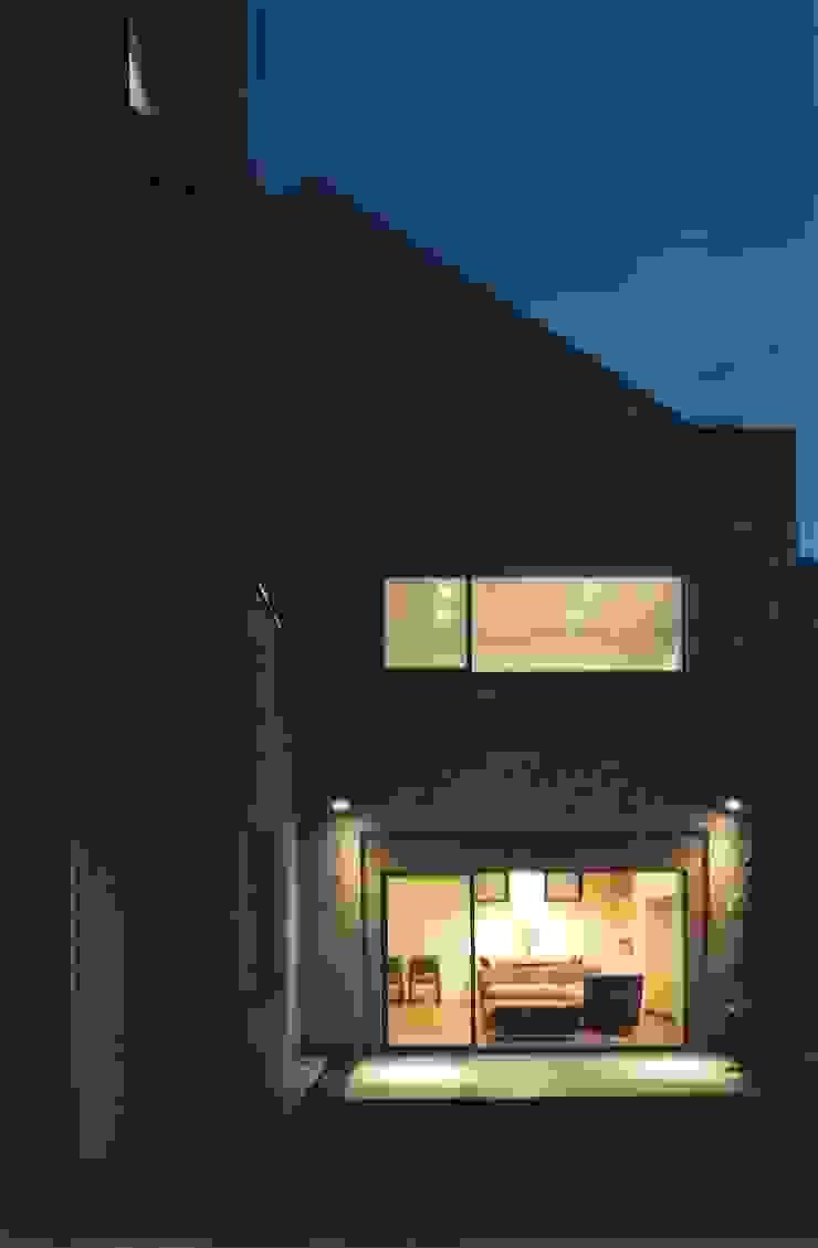 Casas de estilo asiático de 株式会社 高井義和建築設計事務所 Asiático