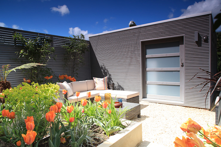 Modern Garden Shed homify Modern Garage and Shed Wood Grey