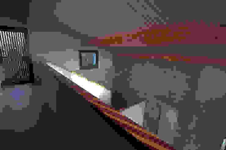Pasillos, vestíbulos y escaleras rurales de RUBIO · BILBAO ARQUITECTOS Rural Madera Acabado en madera