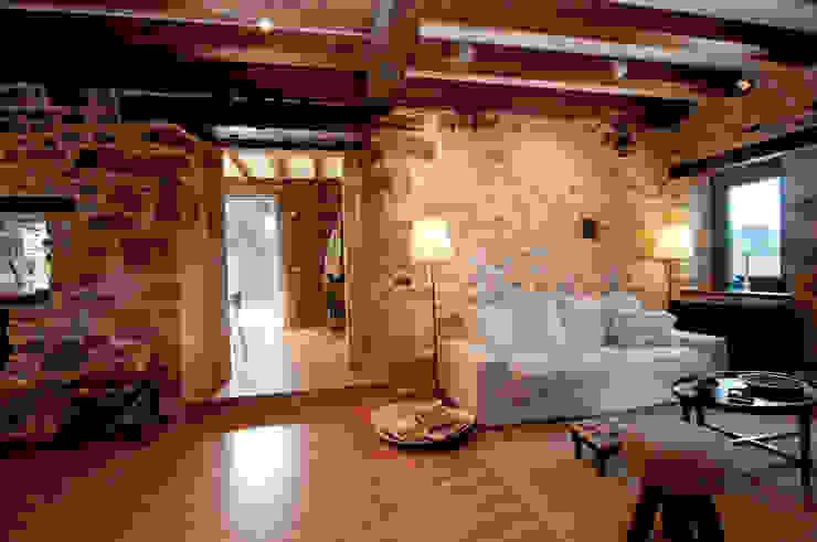 Гостиная в стиле кантри от RUBIO · BILBAO ARQUITECTOS Кантри