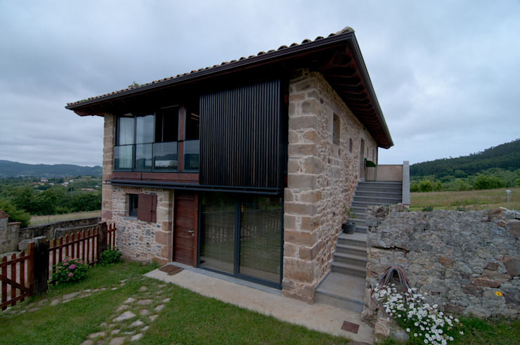 Country style house by RUBIO · BILBAO ARQUITECTOS Country