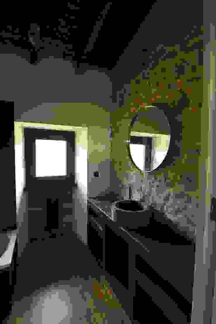 Ванная комната в стиле кантри от RUBIO · BILBAO ARQUITECTOS Кантри