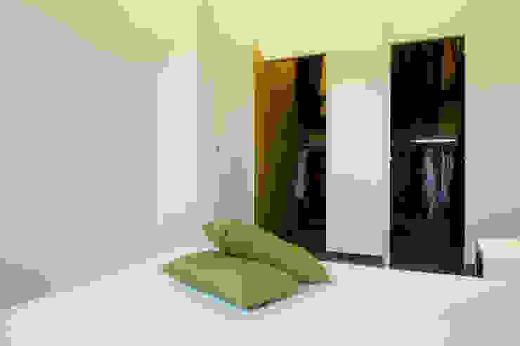 Eclectic style dressing room by Laboratorio di Progettazione Claudio Criscione Design Eclectic