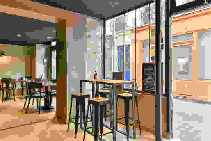 Phòng ăn phong cách công nghiệp bởi metal brut Công nghiệp Sắt / thép