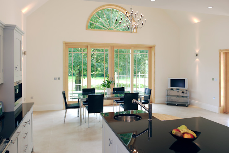 Four Panel Sliding Door Finestre & Porte in stile classico di Marvin Windows and Doors UK Classico