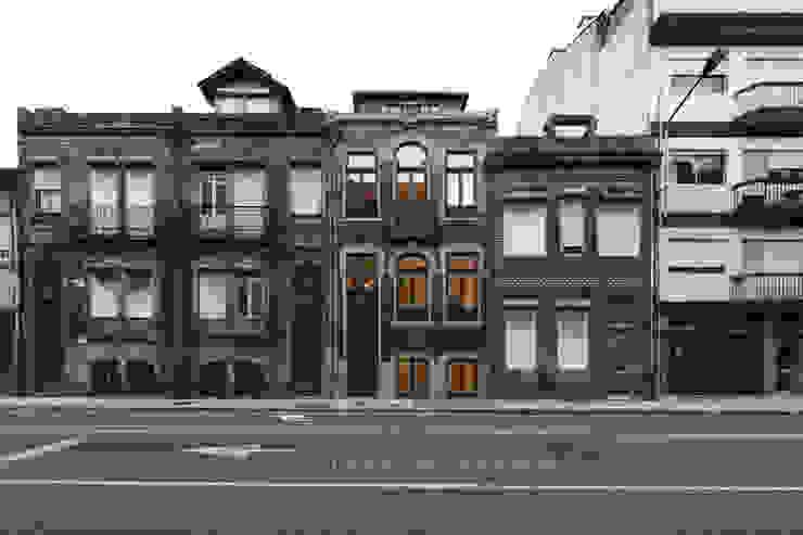 Fachada Principal Casas clássicas por Inês Pimentel Arquitectura Clássico Azulejo