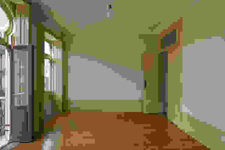 Espaço Interior - Sala de Visitas Salas de estar clássicas por Inês Pimentel Arquitectura Clássico