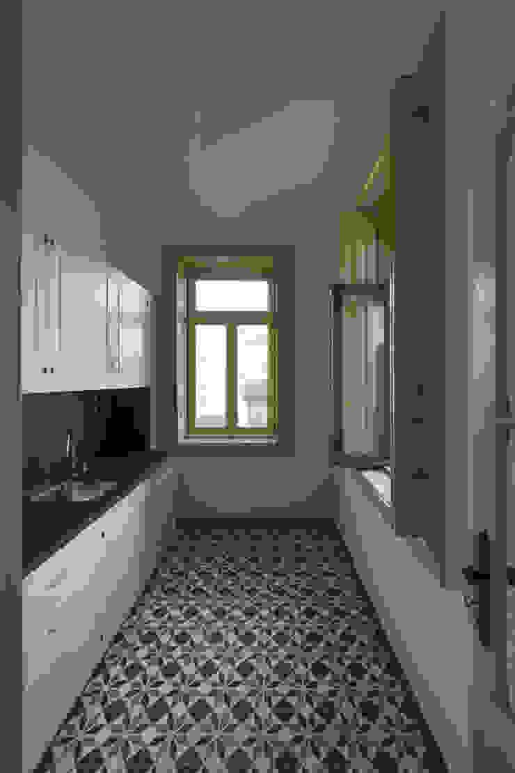 Cozinha Cozinhas clássicas por Inês Pimentel Arquitectura Clássico