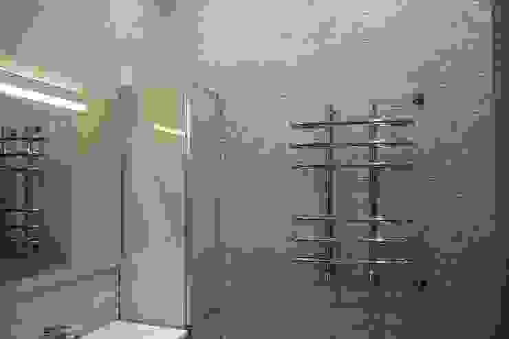 """Фото ремонта квартиры в ЖК """"Адмирал"""" Ванная комната в стиле модерн от Студия интерьерного дизайна happy.design Модерн"""