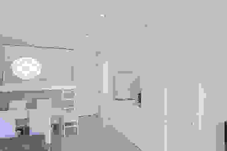 Cucina minimalista di Esteban Rosell Minimalista