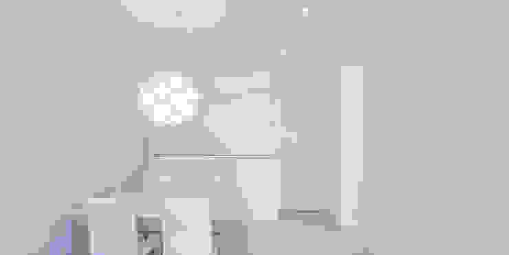 Sala da pranzo minimalista di Esteban Rosell Minimalista