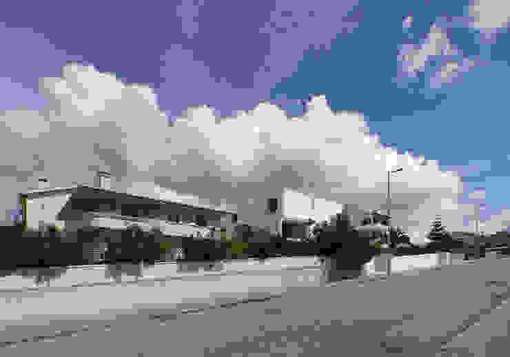 CASA CANIDELO Casas minimalistas por João Laranja Queirós Minimalista