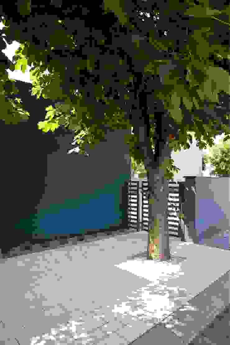 Nowoczesne nawierzchnie - taras i ogród Nowoczesne ściany i podłogi od Modern Line Nowoczesny