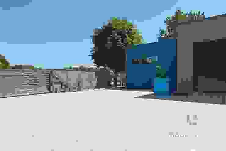 Nowoczesne nawierzchnie – taras i ogród Nowoczesne ściany i podłogi od Modern Line Nowoczesny