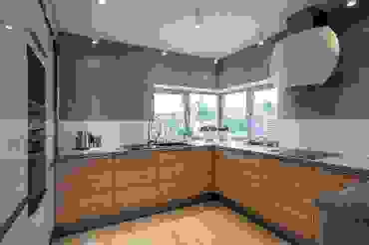 現代廚房設計點子、靈感&圖片 根據 Kunkiewicz Architekci 現代風