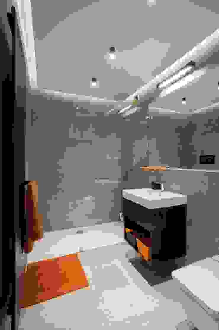 PROJEKT WNĘTRZA DOMU JEDNORODZINNEGO Nowoczesna łazienka od Kunkiewicz Architekci Nowoczesny