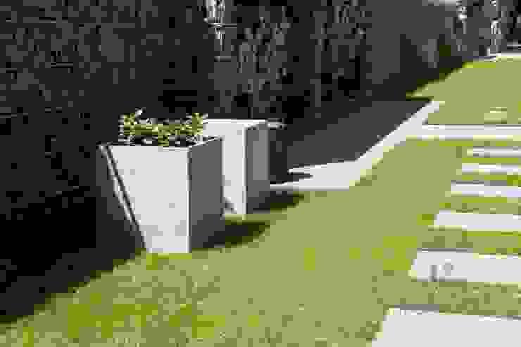 Nowoczesne nawierzchnie – taras i ogród Nowoczesny ogród od Modern Line Nowoczesny