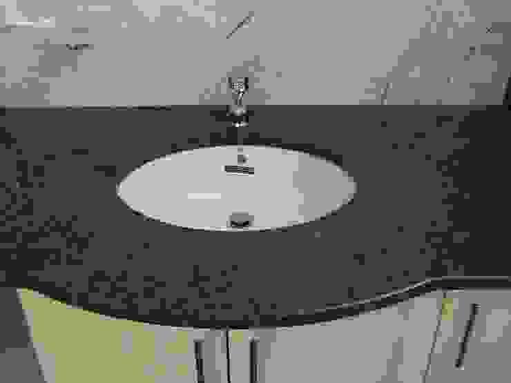 Merkam - Łódź ul. Św. Jerzego 9 BathroomShelves Granit Brown