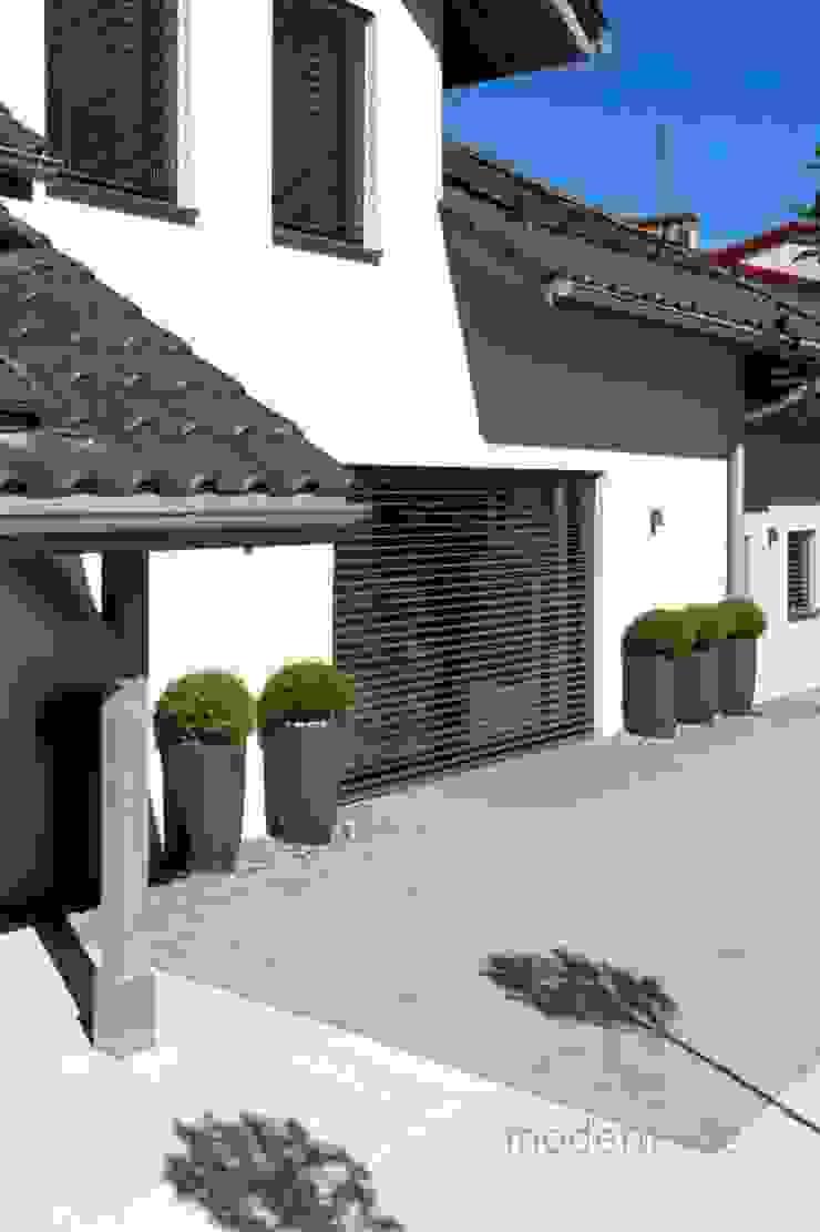 Nowoczesne nawierzchnie tarasowe – ogród i taras Nowoczesny balkon, taras i weranda od Modern Line Nowoczesny