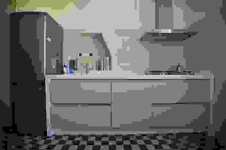 Restauro San Zeno (Verona) Cucina in stile classico di K.B. Ristrutturazioni Classico Piastrelle
