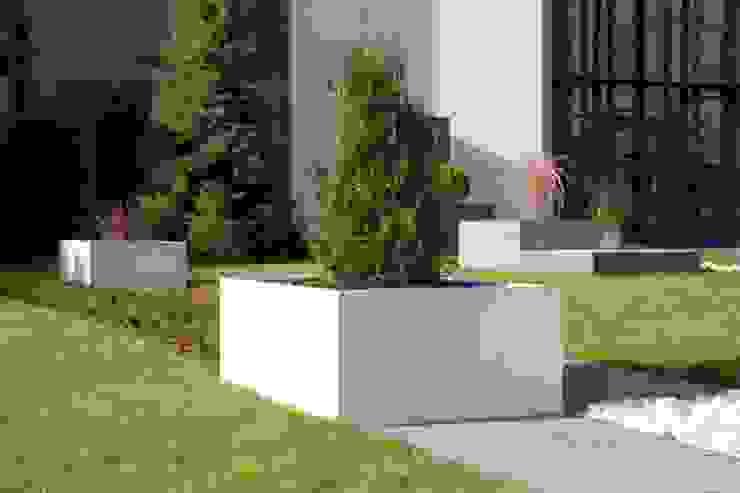Beton architektoniczny w przestrzeni publicznej od Modern Line Nowoczesny