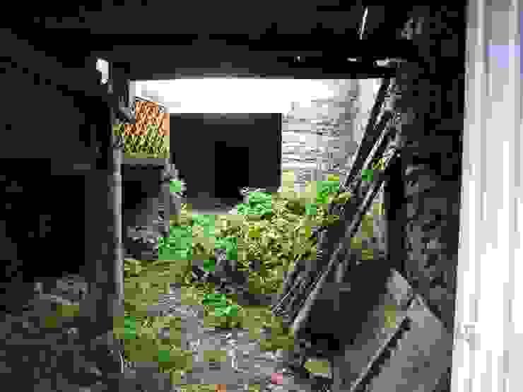 ANTES - Zona do Pátio por Casa do Páteo Rústico