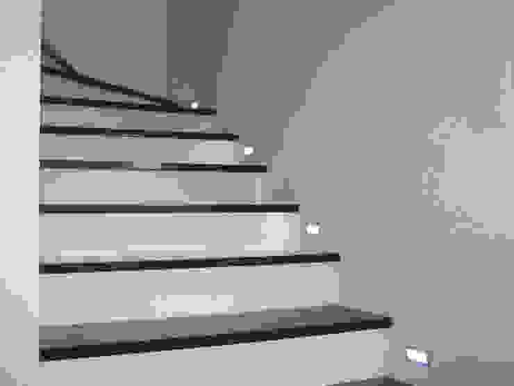 Merkam - Łódź ul. Św. Jerzego 9 Corridor, hallway & stairsStairs Stone Black