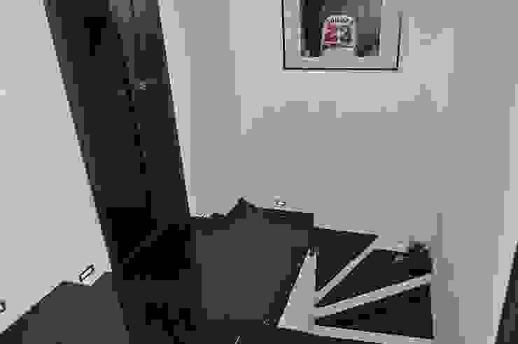 Merkam - Łódź ul. Św. Jerzego 9 Corridor, hallway & stairsStairs Granite Black