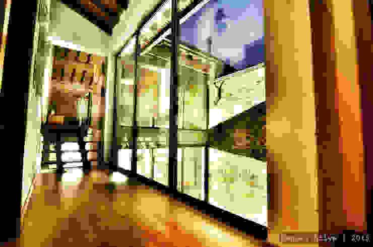 Casa do Páteo Rustic style corridor, hallway & stairs