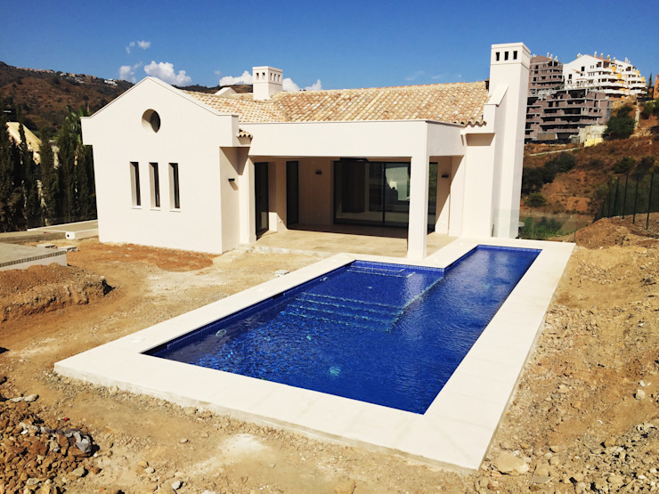Villa Elviria 4.9.5, Marbella Klasyczne domy od Benjumea Arquitectos Klasyczny