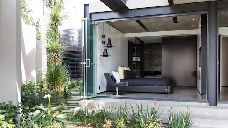House in Kloof Road Camera da letto moderna di Nico Van Der Meulen Architects Moderno