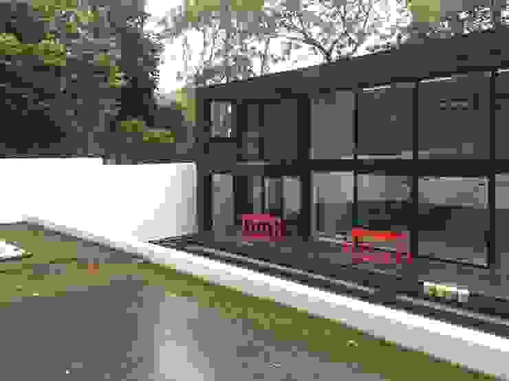 29 Firs Walk Modern Garden by IDL Modern