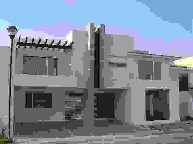 Fachada Casas modernas: Ideas, imágenes y decoración de SANTIAGO PARDO ARQUITECTO Moderno