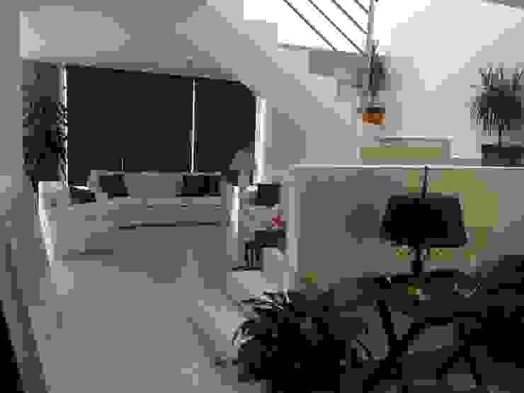 Living room by SANTIAGO PARDO ARQUITECTO,