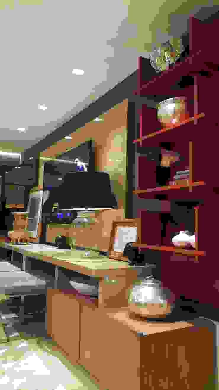 Detalhes home TV. por Lucio Nocito Arquitetura e Design de Interiores Moderno