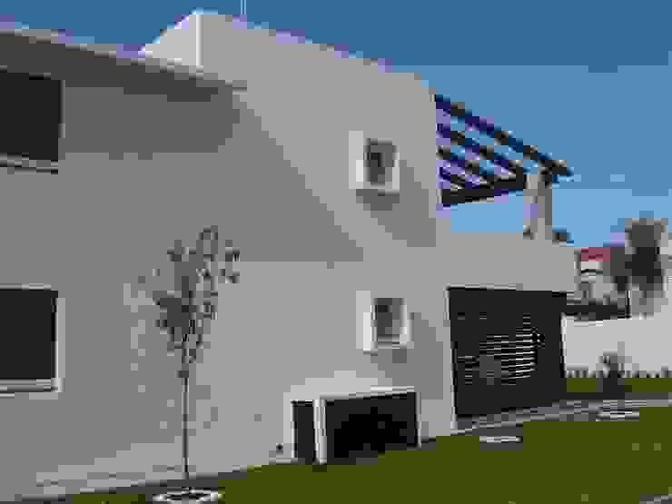 Fachada posterior Casas modernas de SANTIAGO PARDO ARQUITECTO Moderno