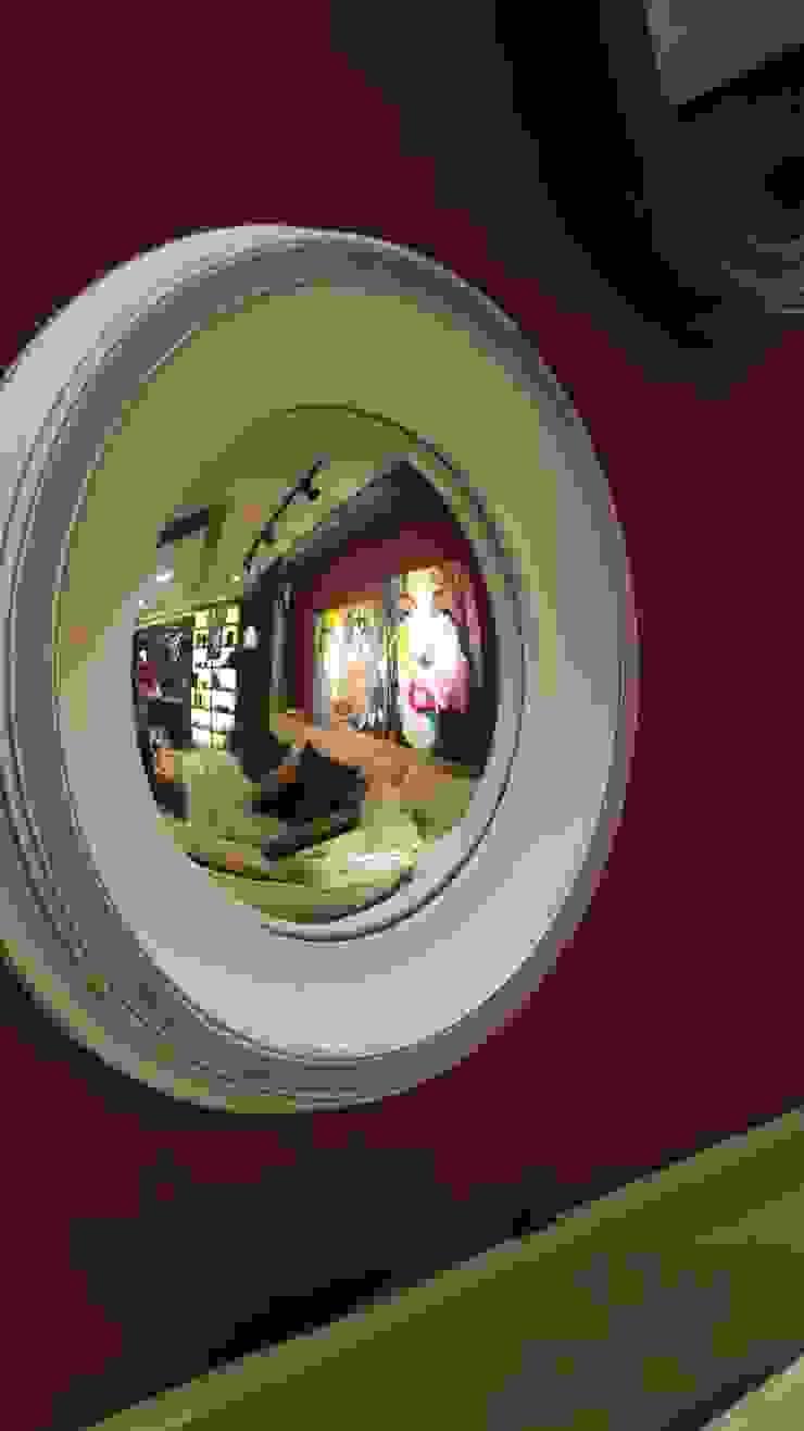 Espelho com efeito convexo trás uma nova visão do espaço... por Lucio Nocito Arquitetura e Design de Interiores Moderno