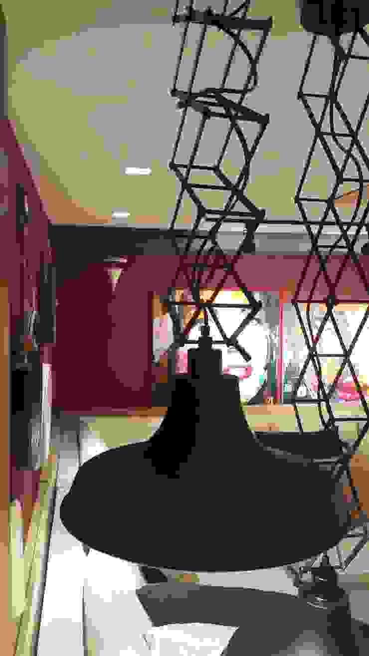 Luminárias pantograficas. por Lucio Nocito Arquitetura e Design de Interiores Moderno Alumínio/Zinco