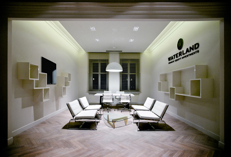 Modern offices & stores by INSPACE Modern